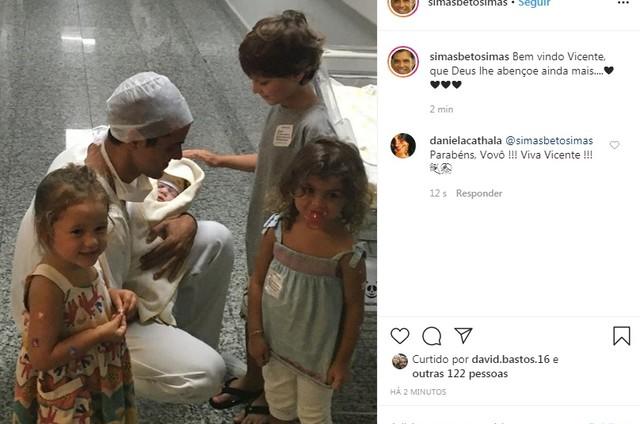 Beto Simas comemora a chegada do neto, Vicente (Foto: Reprodução)