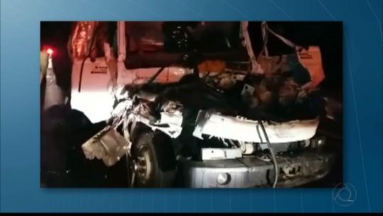 Batida entre caminhões na BR-101 deixa dois mortos na Paraíba, diz PRF