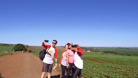 Grupos de caminhada escolhem áreas rurais para prática esportiva, no Paraná