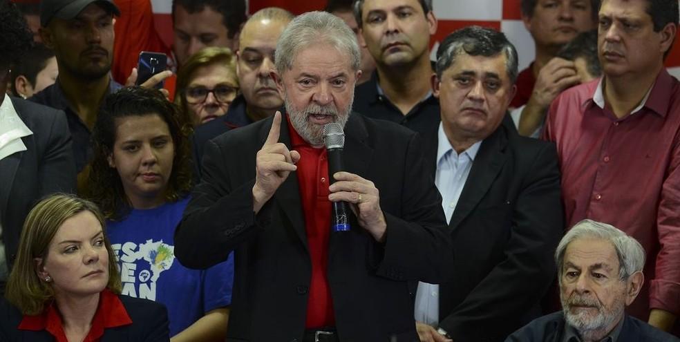 O ex-presidente Luiz Inácio Lula da Silva, que está impedido de concorrer nas eleições por decisão do Tribunal Superior Eleitoral (Foto: Rovena Rosa/Agência Brasil )