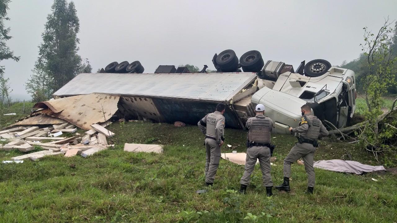 Caminhoneiro morre em acidente de trânsito na RSC-472, em Tenente Portela