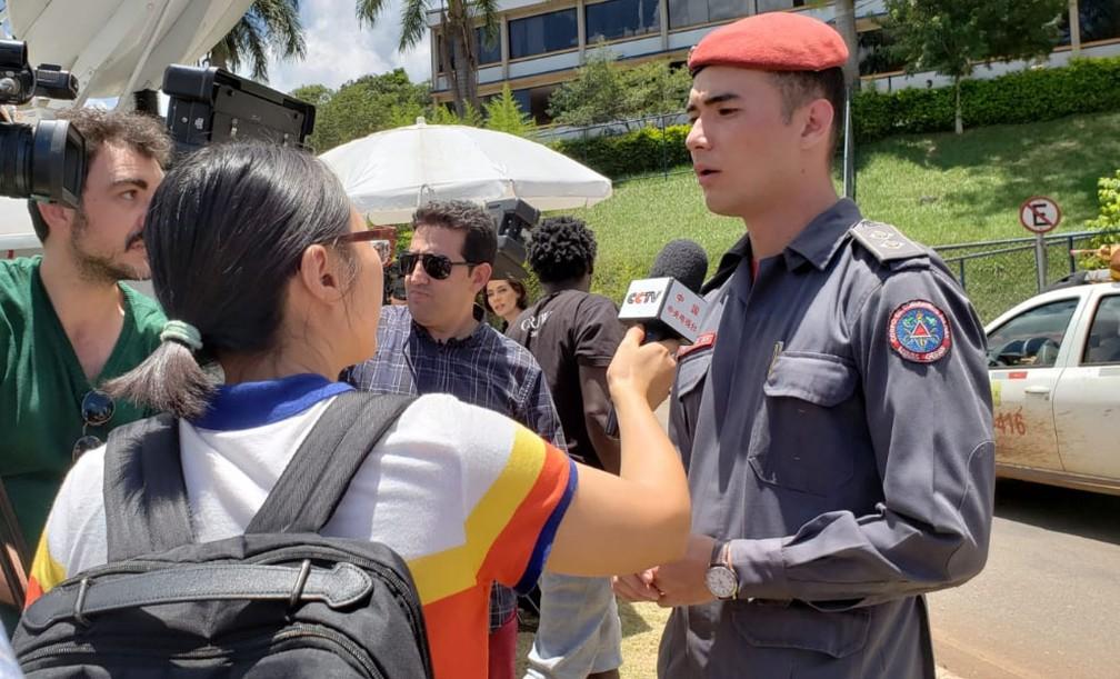 Entrevista à emissora chinesa — Foto: Raquel Freitas/G1