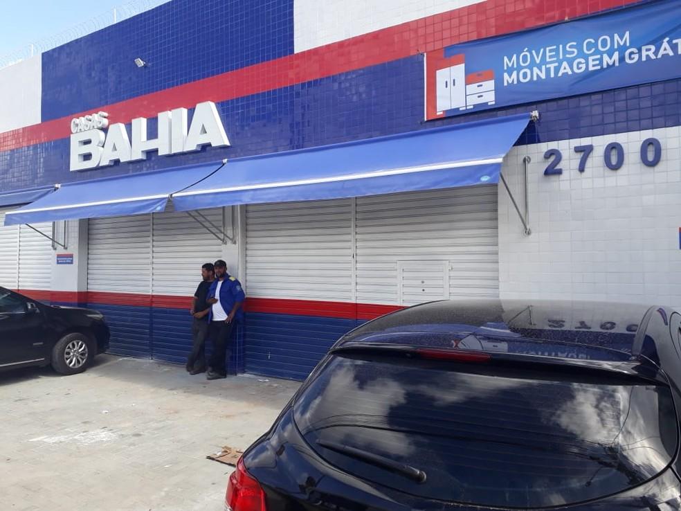 Loja ficou fechada após assalto na manhã de sábado (24) — Foto: Marksuel Figueredo/Inter TV Cabugi