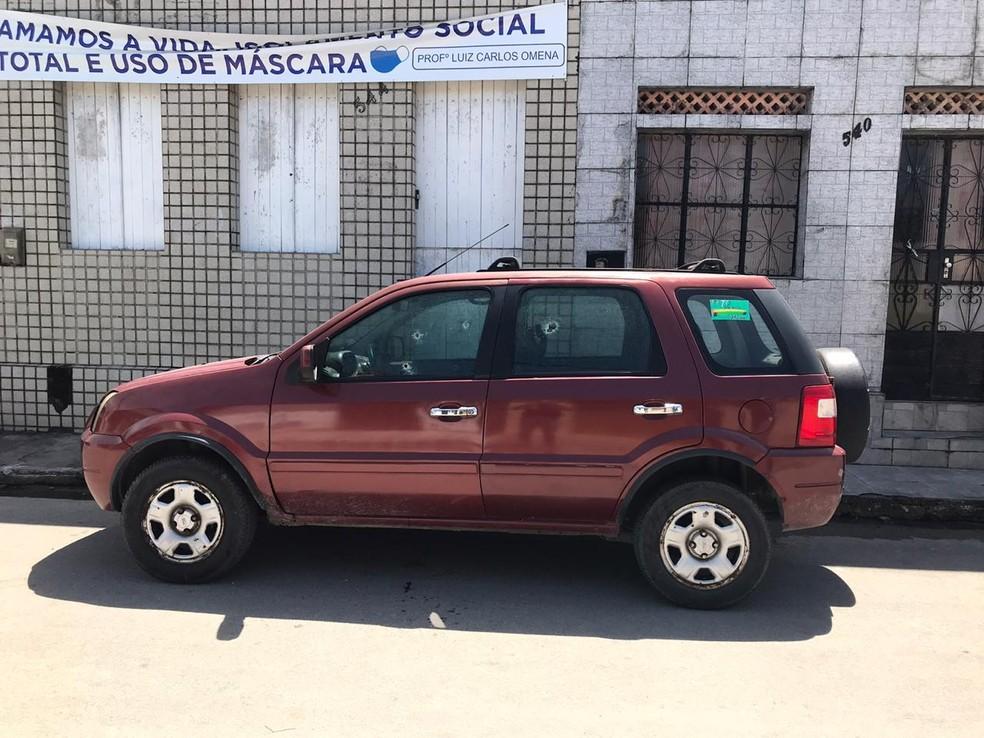 Carro em que ex-secretário de comunicação do Pilar, em AL, Geraldo Cavalcante, foi baleado — Foto: Polícia Civil de Alagoas
