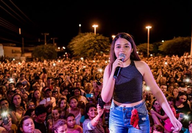 Eduarda Brasil atraiu multidão na Paraíba (Foto: Reprodução/Instagram)