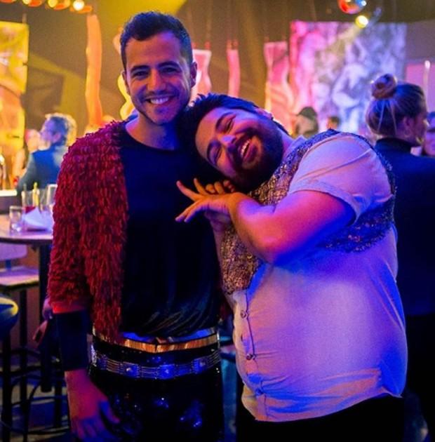 Matheus Lisboa e Léo Bahia nas gravações de O Tempo Não Para (Foto: Reprodução/Instagram)