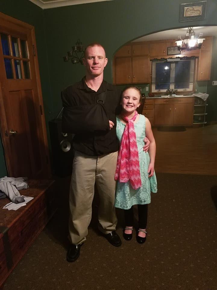 Matt Cox y su hija de 10 años (Foto: Reproducción Facebook)