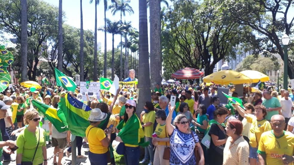 Protesto na Praça da Liberdade, em BH — Foto: Bruno Neri/TV Globo