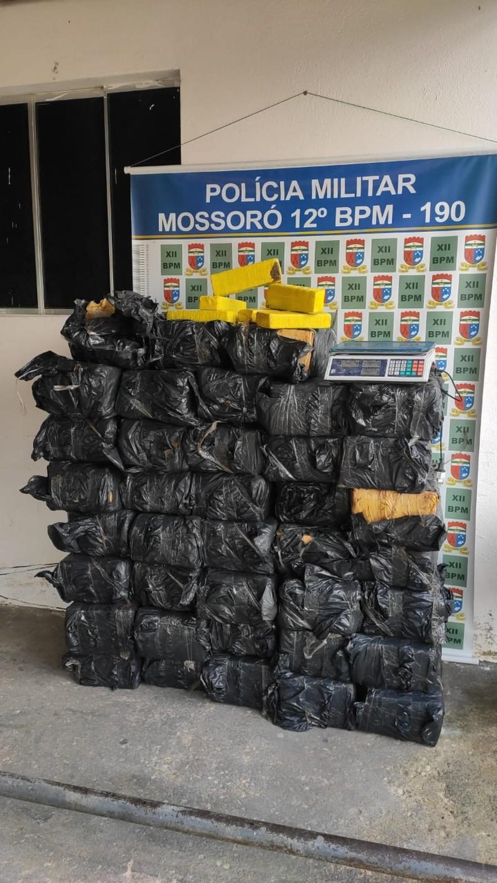 Mais de 650 kg de maconha apreendidos nesta sexta-feira (14) em Mossoró, no Oeste potiguar — Foto: Isaiana Santos/Inter TV Costa Branca