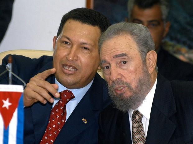 A amizade entre Castro e Chávez era antiga (Foto: ENRIQUE DE LA OSA / POOL / AFP)
