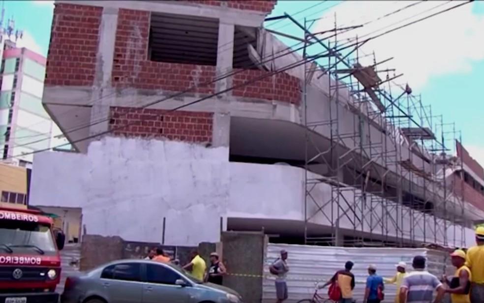 Trabalhadores estavam no local, mas ninguém ficou ferido (Foto: Reprodução/ TV Santa Cruz)