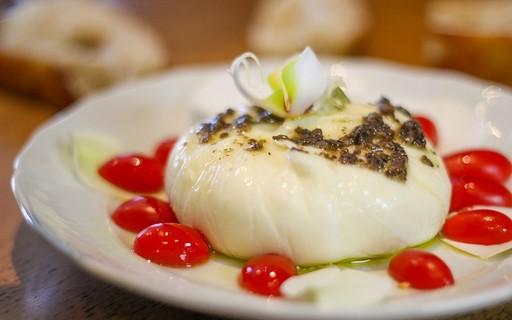 Eles faturam R$ 1 milhão com queijos feitos à moda da Itália e estudam abrir franquia