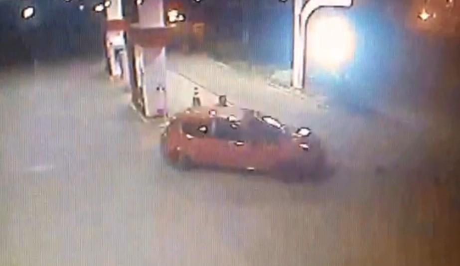 Frentista é arrastado por carro em posto de combustíveis em Porto Alegre; vídeo - Notícias - Plantão Diário