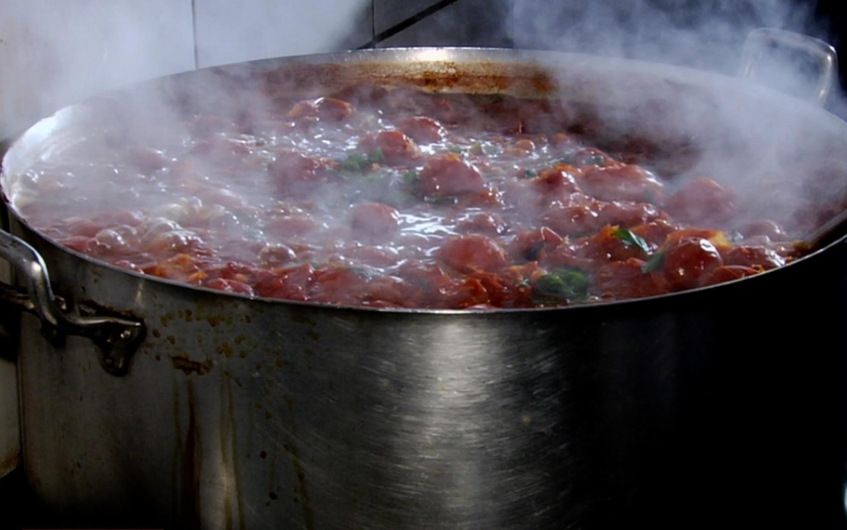 Pizzaiolo de Goiânia ensina receita de macarrão ao forno chamado de 'Penne a La Vodka'