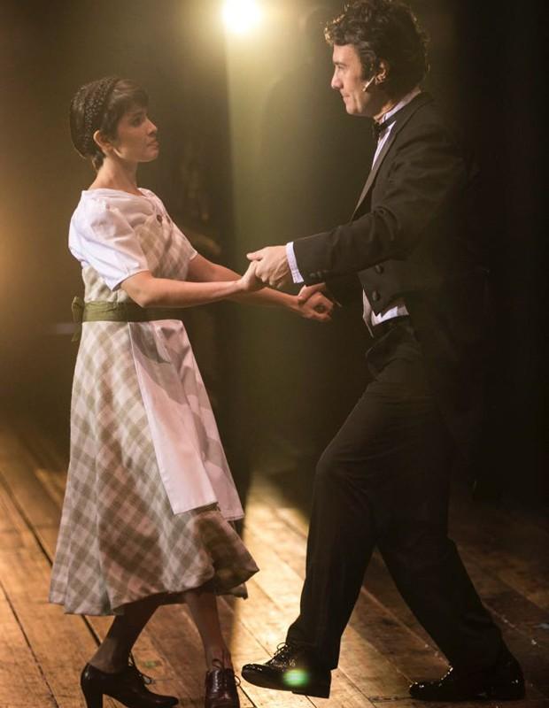 Jullie em cena com Gabriel Braga Nunes (Foto: Leonardo Eglesias)