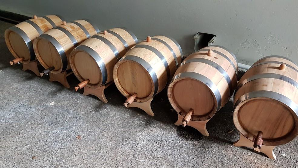 Barris de envelhecimento da cerveja foram analisados durante pesquisa da USP — Foto: Giovanni Silvello/Arquivo pessoal