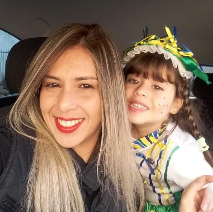 Esse ano, Lilian vai comemorar os 30 anos com uma festa á fantasia. Marilia vai comemorar na escola com os amiguinhos (Foto: Arquivo Pessoal)