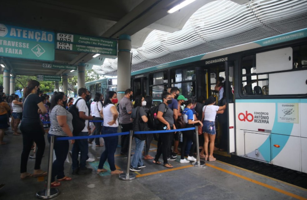 Movimentação de passageiros no Terminal de ônibus do Bairro Parangaba em Fortaleza. — Foto: Fabiane de Paula/Sistema Verdes Mares