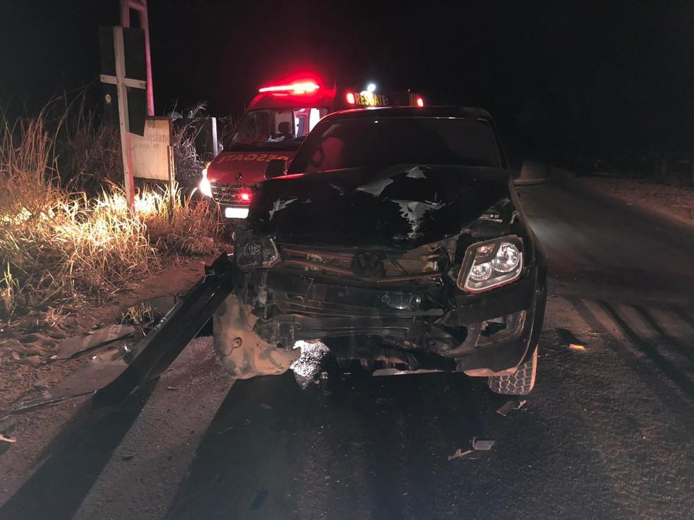 Caminhonete da banda do cantor Luan Santana se envolveu em acidente em MT — Foto: Soldado Nascimento/Corpo de Bombeiros MT