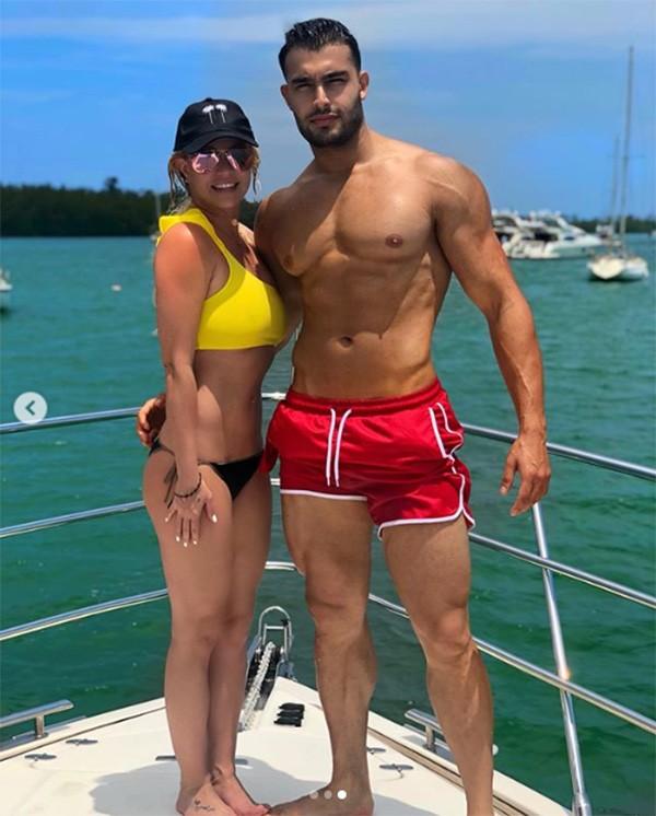 Britney Spears e seu namorado Sam Asghari (Foto: Instagram)