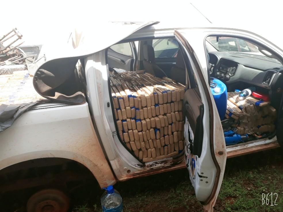 No total foram contabilizados 1,3 toneladas de maconha dentro do automóvel. — Foto: Polícia Militar de Mato Grosso