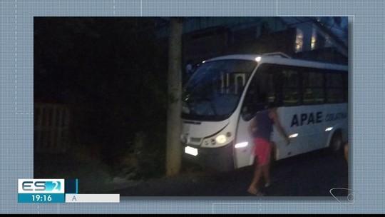 Dois alunos da Apae ficam feridos em acidente com ônibus, em Colatina