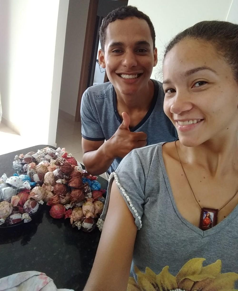 Casal faz as trufas para vendê-las em semáforo de Rio Preto  — Foto: Arquivo Pessoal