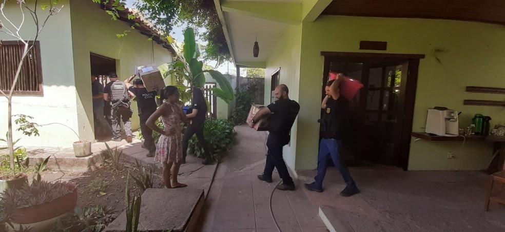 Polícia do Pará prende quatro brigadistas suspeitos de causar incêndio em Alter do Chão e cumpriu mandados na sede da ONG Saúde e Alegria. — Foto: Divulgação