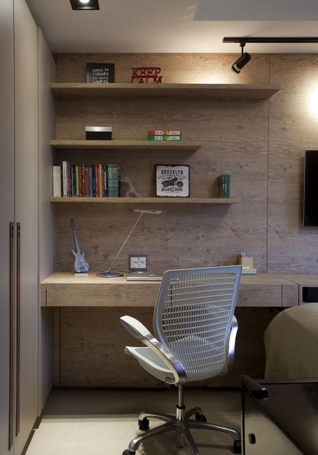 Revestimentos amadeirados trazem aconchego ao apartamento (Foto: Marco Antonio/Divulgação)