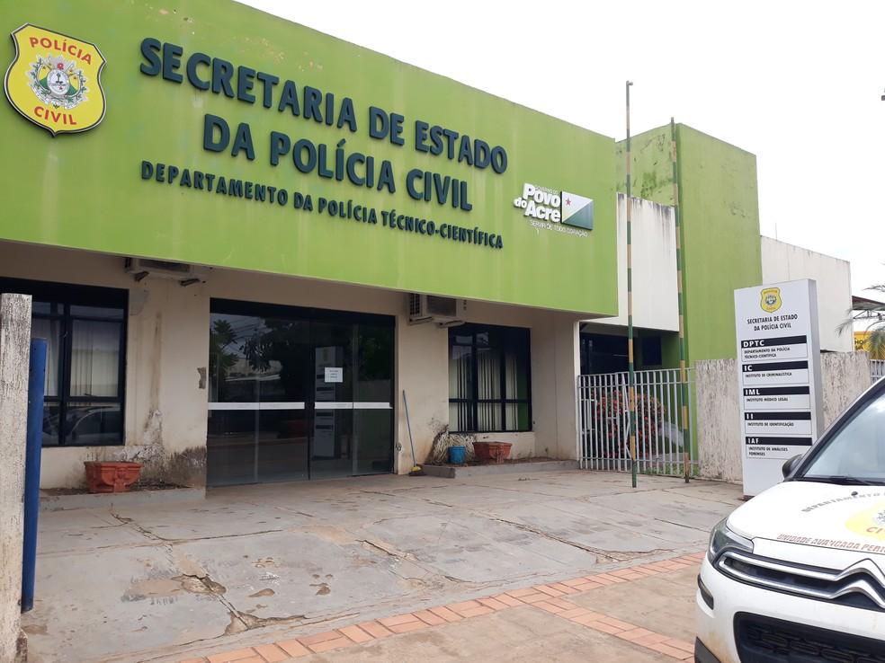 Núcleo de apoio às famílias funciona na Secretaria de Estado da Polícia Civil, em Rio Branco — Foto: Iryá Rodrigues/G1