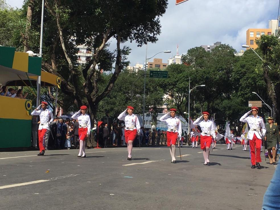 Estudantes do Colégio Militar de Salvador no desfile do 7 de setembro — Foto: João Souza/ G1