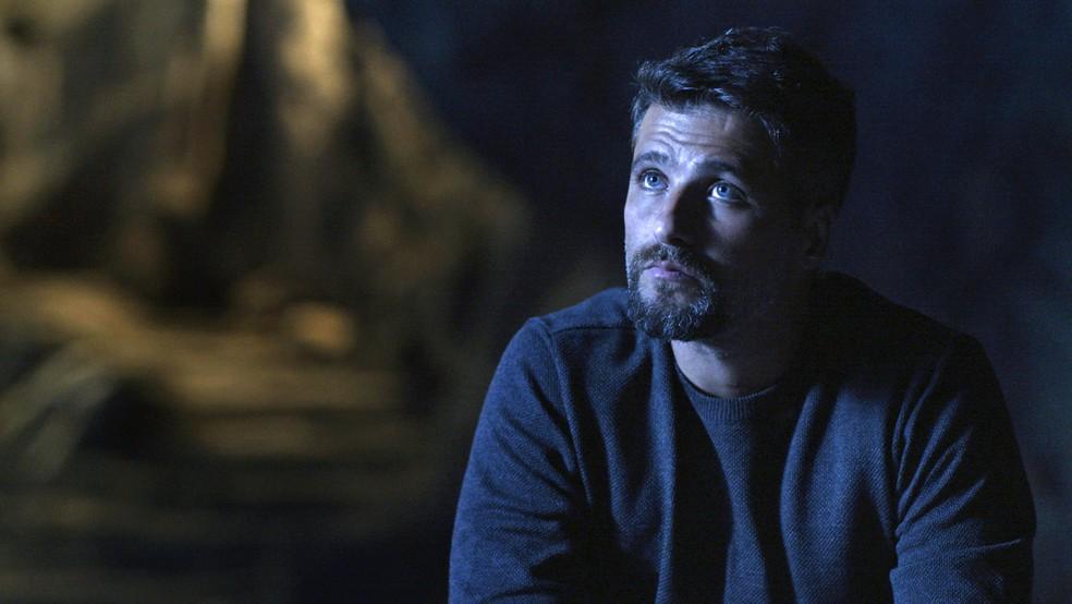 Gabriel (Bruno Gagliasso) diz que Eurico (Dan Stulbach) tem que escolher entre dois castigos, em O Sétimo Guardião' — Foto: TV Globo