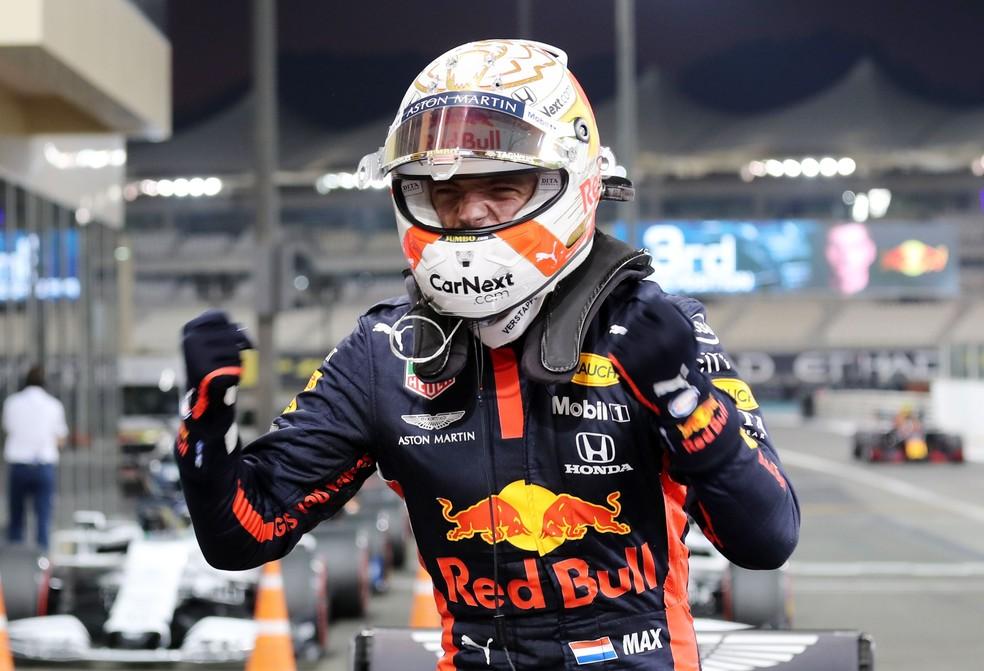 Verstappen comemora pole no GP de Abu Dhabi de 2020 — Foto: REUTERS/Kamran Jebreili