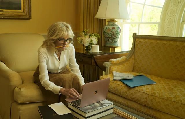 Dra. Jill Biden é capa e recheio da Vogue América de agosto  (Foto: ANNIE LEIBOVITZ/ VOGUE AMÉRICA)