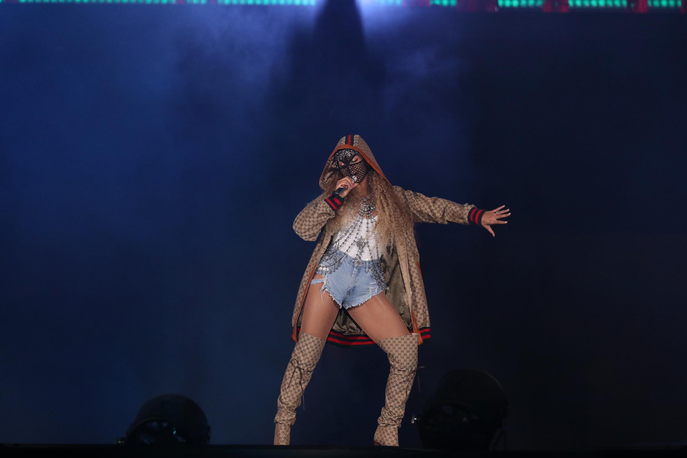 Beyoncé e as slouchy boots da Gucci, que acabam de chegar ao Brasil (Foto: Divulgação)