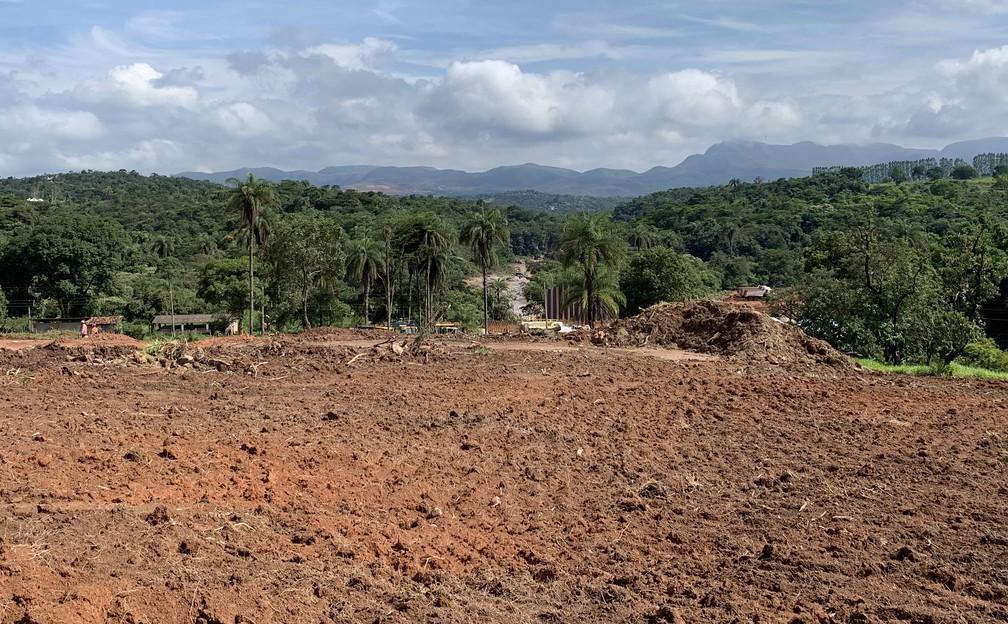 Comunidade de Ponte das Almorreimas reclama de transtornos causados por obra no Rio Paraopeba — Foto: Raquel Freitas/G1