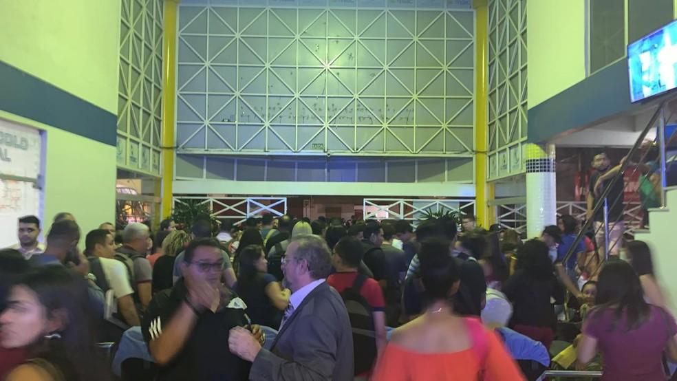 Prédio da Esmac de Ananindeua foi evacuado — Foto: Reprodução/TV Liberal