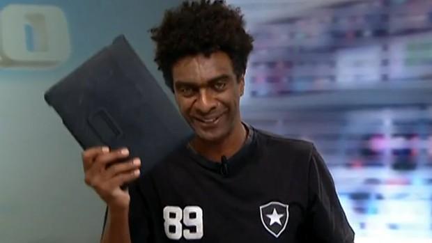 Hélio de la Peña Redação SporTV tablet (Foto: Reprodução SporTV)