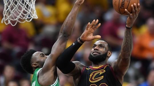 2 Pontos debate: Lebron conseguirá, sozinho, virar a série contra os Celtics?