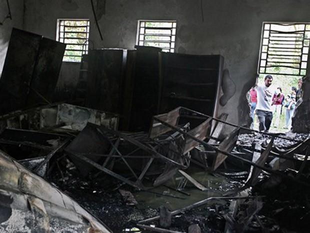 Fogo destruiu interior do Instituto Butantan (Foto: Nelson Almeida/AFP)