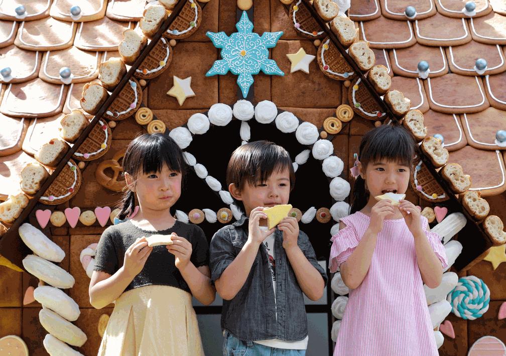 Japão tem casa feita de doces para comemorar feriados nacionais (Foto: Shizuo Kambayashi/AP)