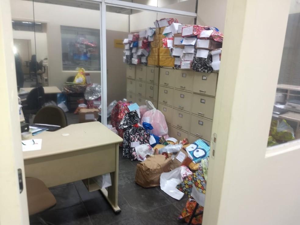 Agência dos correios invadida localiza-se em Guarujá, SP — Foto: G1 Santos