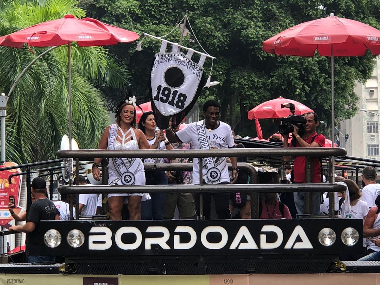 Cordão da Bola Preta arrasta foliões em seu 102º carnaval