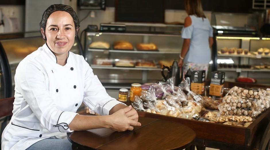 Michele Tomaz, da Boleria do Ó, optou por abrir seu negócio de bolos com criação própria (Foto: Reprodução/Agência Sebrae-SP)