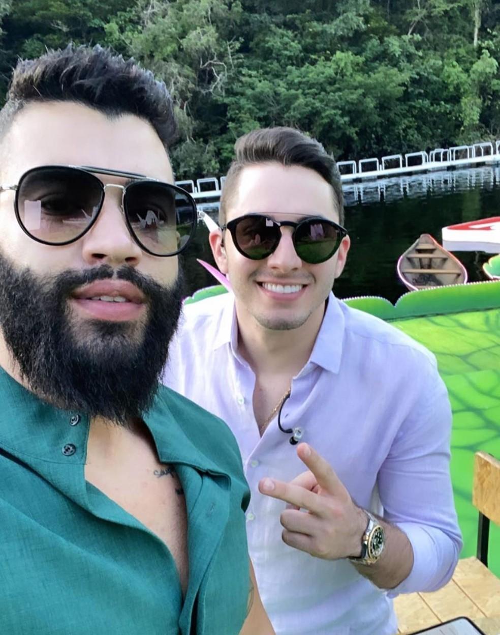 Gusttavo Lima canta com Jonas Esticado — Foto: Reprodução/ Instagram