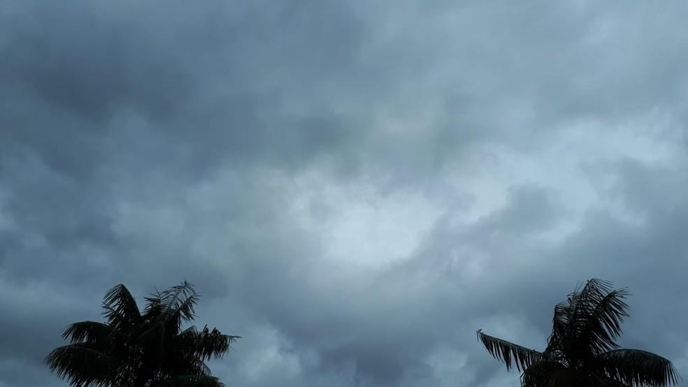 Tempo permanece nublado na maior parte do interior do Rio neste sábado (16) — Foto: Franklin Vogas/G1