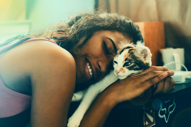 Descubra quais são os 5 tipos de donos de gato — segundo a ciência (Foto: Yerlin Matu/Unsplash)