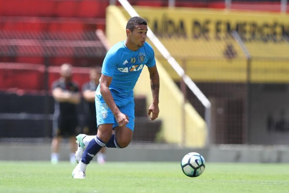 Juninho, atacante do Sport, nega as acusações, segundo o advogado do jogador (Foto: Marlon Costa/Pernambuco Press)