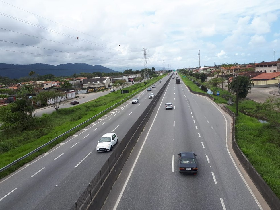 Rodovia Padre Manoel da Nóbrega — Foto: Rodrigo Nardelli/G1