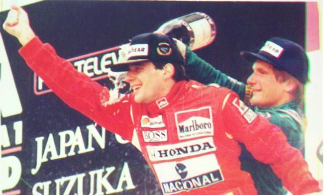 Vibração de Senna no pódio ao comemorar o título mundial no Japão